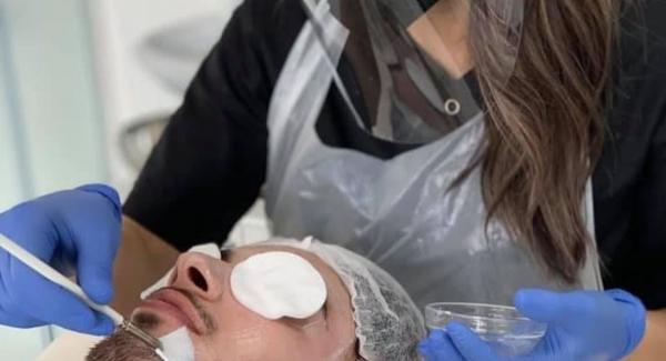 trattare acne ed impurità cutanee in che maniera?